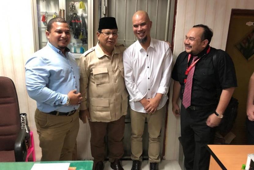 Prabowo saat mengunjungi Ahmad Dhani.
