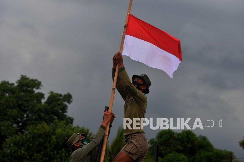 Pemkab Batang Minta Warga Kibarkan Bendera Setengah Tiang (ilustrasi).