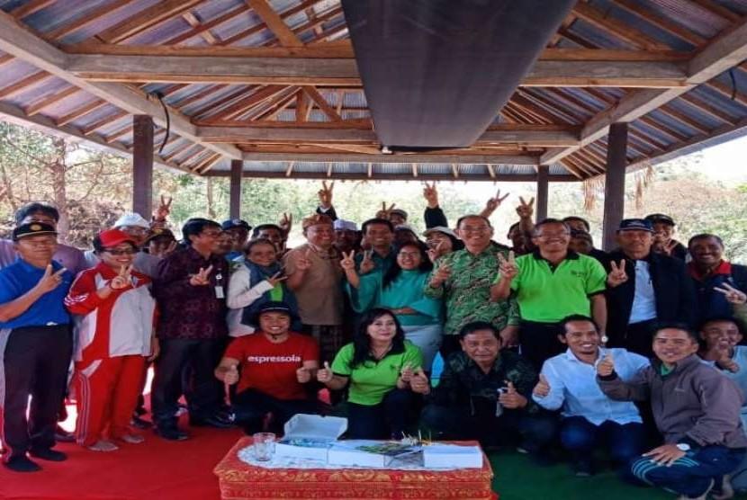 Praktik dan uji manfaat pangan lokal sebagai sumber energi yang bermanfaat untuk stamina tubuh di Pelatara Gunung Batur, Bali.