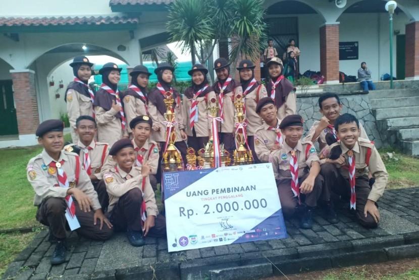 Juara Umum Lomba Pramuka . Pramuka putra putri MTsN 1 Bogor berhasil meraih juara umum di ajang lomba Pramuka bertajuk Festival Dwi Warna di Bogor, Kamis (21/2).