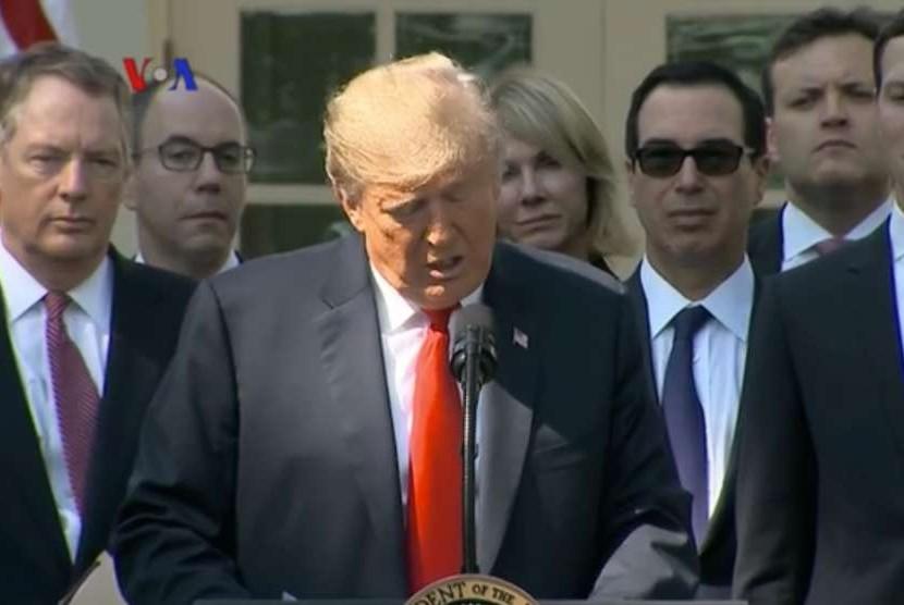 Presiden Amerika Serikat, Donald Trump disela pidatonya menyampaikan ucapan duka mendalam untuk korban bencana gempa dan tsunami di Palu, Sulawesi Tengah.