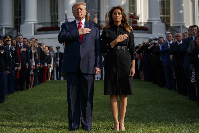 Presiden AS Donald Trump dan Ibu Negara Melania Trump mengikuti upacara menghormati para korban Tragedi 11 September, Rabu (11/9), di Pentagon.