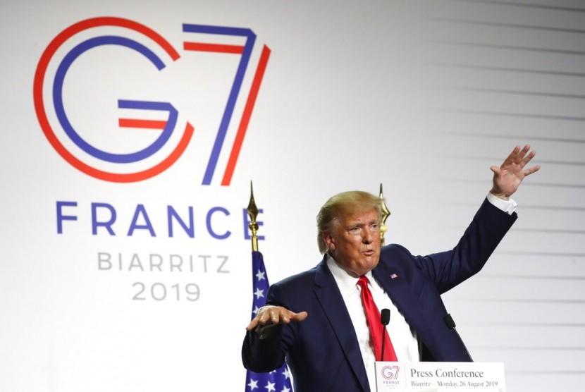 Presiden AS Donald Trump saat konferensi pers bersama Presiden Prancis Emmanuel Macron di KTT G-7 di Biarritz, Prancis, Senin (26/8).