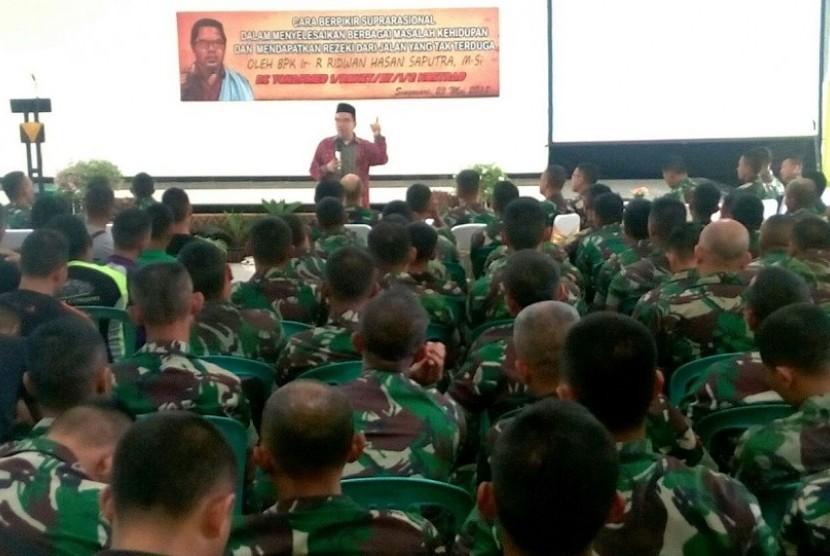Presiden Direktur Klinik Pendidikan MIPA sekaligus motivator suprarasional, Raden Ridwan Hasan Saputra, melaksanakan kunjungan ke Markas Batalyon Artileri Medan 1 Roket/Ajusta Yudha di Singosari, Malang.