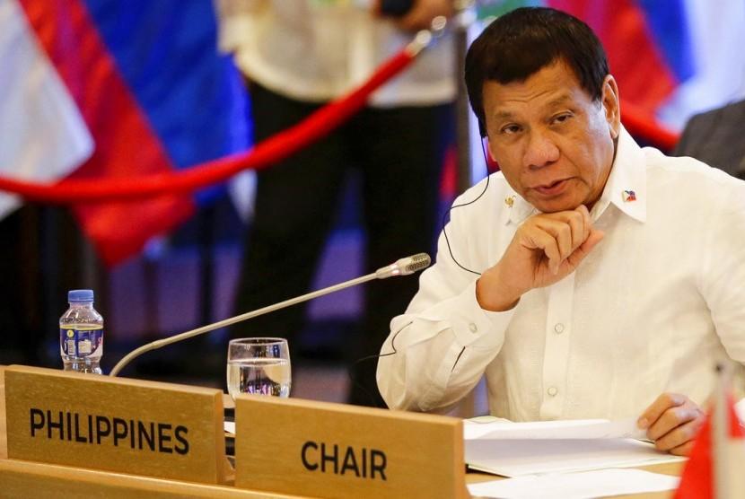 Presiden Filipina Rodrigo Duterte saat KTT ASEAN Cina ke-20 di Manila, Filipina, Senin (13/11).