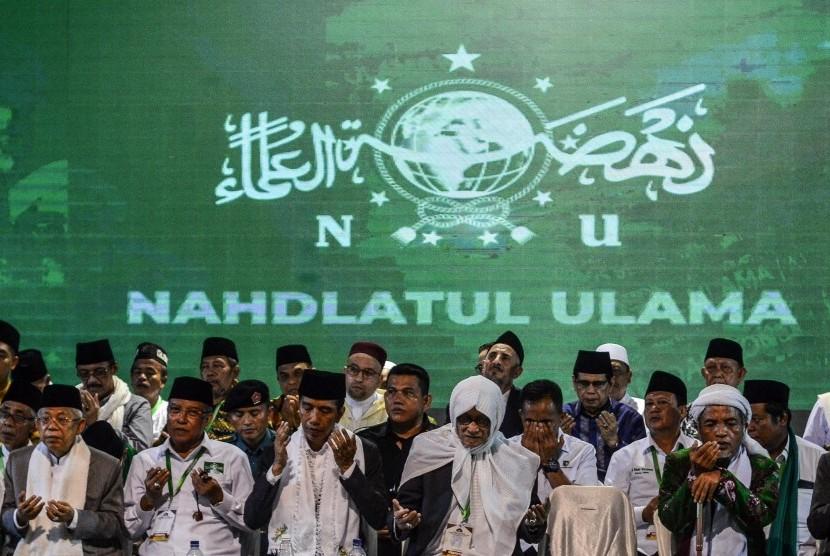 [Ilustrasi] Presiden Joko Widodo didampingi Muhtasyar Nahdlatul Ulama (NU) KH Ma'ruf Amin (kiri) Rais Aam PBNU KH Miftahul Akhyar (kedua kanan) dan Ketua Umum PBNU KH Said Aqil Siroj (kedua kiri) berdoa bersama pada Musyawarah Nasional (Munas) Alim Ulama dan Konferensi Besar (Konbes) Nahdlatul Ulama di Pondok Pesantren Miftahul Huda Al-Azhar Citangkolo, Kota Banjar, Jawa Barat, Rabu (27/2/2019).