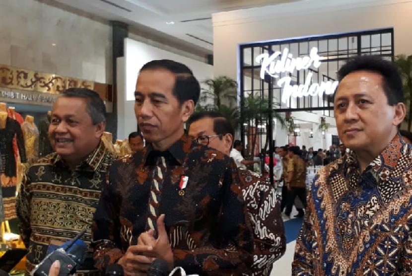 Presiden Joko Widodo hadir dalam Karya Kreatif Indonesia (KKI) yang diselenggarakan oleh Bank Indonesia di Exhibition Hall Jakarta Convention Center, Jumat (12/7).