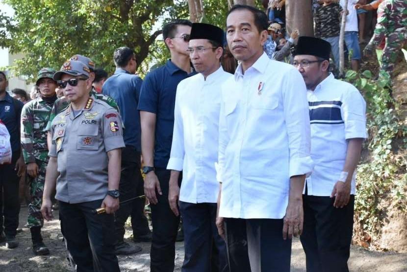 Presiden Joko Widodo (Jokowi) bersama Gubernur NTB TGB Zainul Majdi