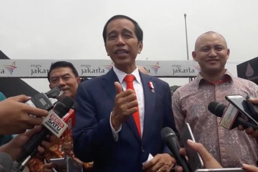 Presiden Joko Widodo (Jokowi) saat mengunjungi Sirkuit Sentul, Bogor, Jawa Barat