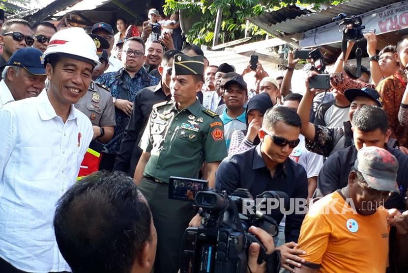 President Joko Widodo (Jokowi) oversees cash labor-intensive program at Batumerah, Ambon, on Wednesday (Feb 14).