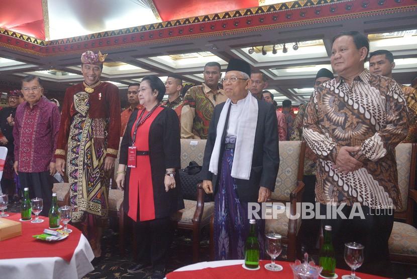 Presiden Joko Widodo (kedua kiri) bersama Wakil Presiden Yusuf Kalla (kiri), Ketua Umum DPP PDIP Megawati Soekarnoputri (ketiga kiri), Wakil Presiden terpilih Ma'ruf Amin (kedua kanan) dan Ketua Umum Partai Gerindra Prabowo Subianto, hadir pada pembukaan Kongres V PDIP di Sanur, Bali, Kamis (8/8/2019).