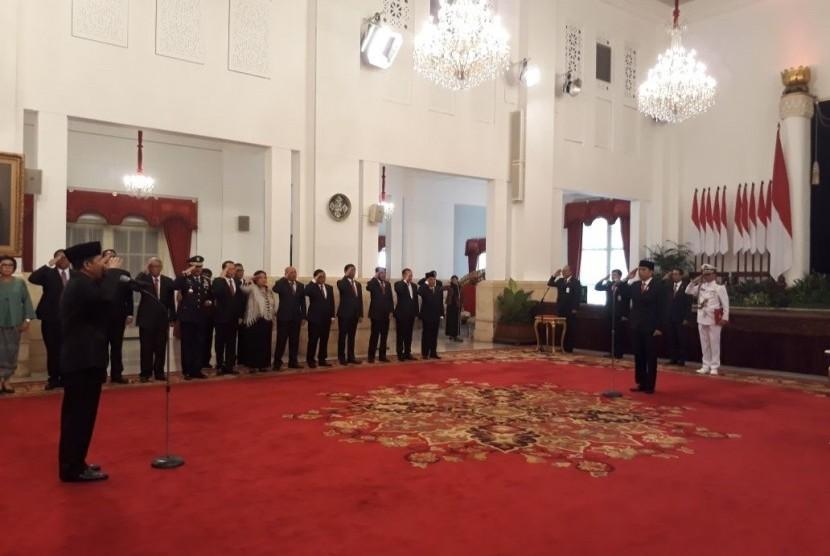 Presiden Joko Widodo melantik kepala Badan Siber dan Sandi Negara (BSSN) Djoko Setiadi, Rabu (3/1) di Istana Negara.