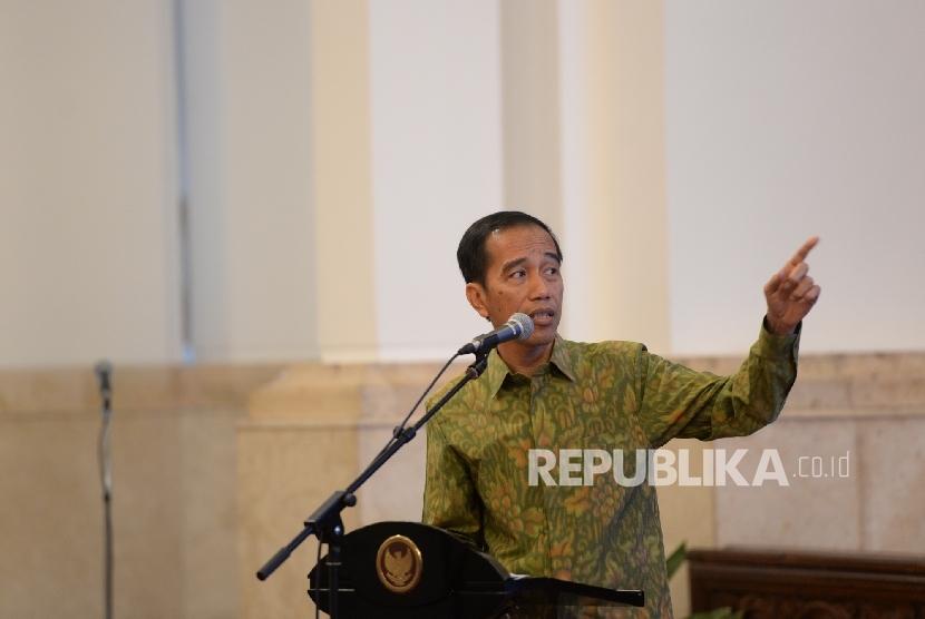 Presiden Joko Widodo memberikan arahan saat penutupan Musrenbangnas 2016 di Istana Negara, Rabu (11/5). (Republika/ Wihdan)