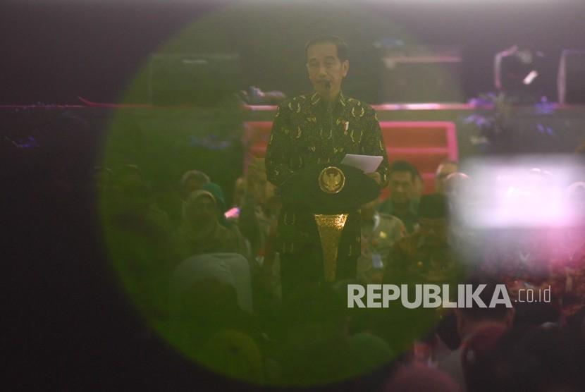 Presiden Joko Widodo memberikan pidato saat membuka Rakornas Penanggulangan Bencana 2019 di Surabaya, Jawa Timur, Sabtu (2/2/2019).