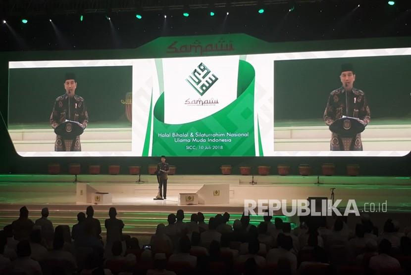 Presiden Joko Widodo memberikan sambitan pada halal bihalal dan silaturahmi nasional solidaritas ulama muda jokowi (Samawi) di Sentul Internasional Convention Center (SICC), Selasa (10/7) malam.