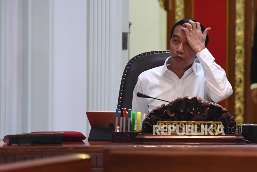 Presiden Joko Widodo memimpin rapat terbatas di Kantor Presiden, Jakarta, Selasa (16/7/2019).