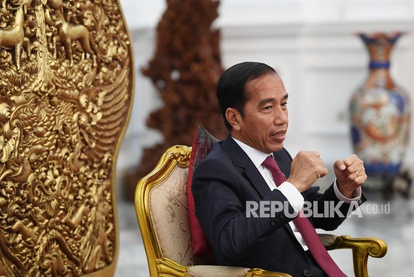 Presiden Joko Widodo menjawab pertanyaan saat wawancara khusus dengan Perum LKBN Antara di Istana Merdeka, Jakarta, Rabu (12/6/19).