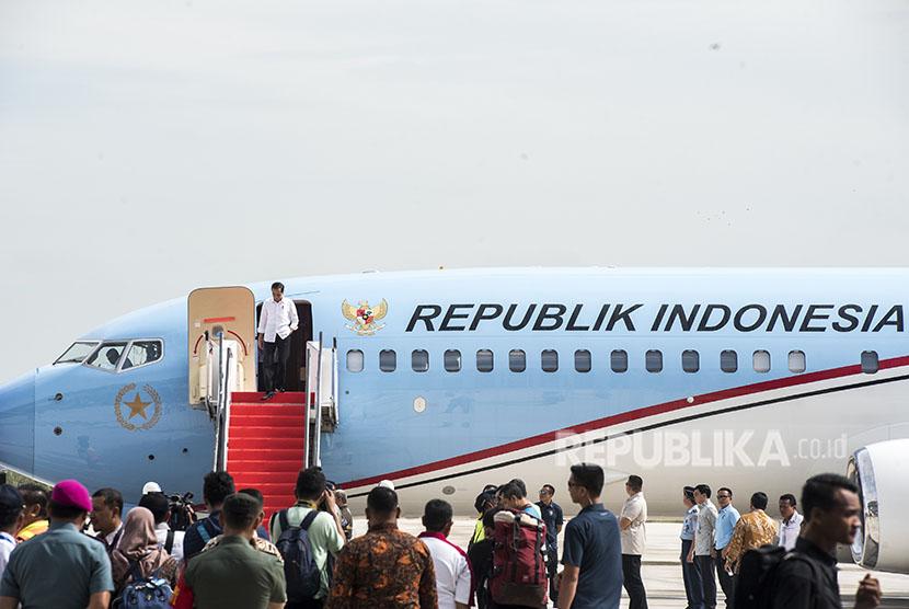 President Joko Widodo descended the Presidential aircraft stairs at West Java International Airport (BIJB) Kertajati, Majalengka, on Thursday (May 24).