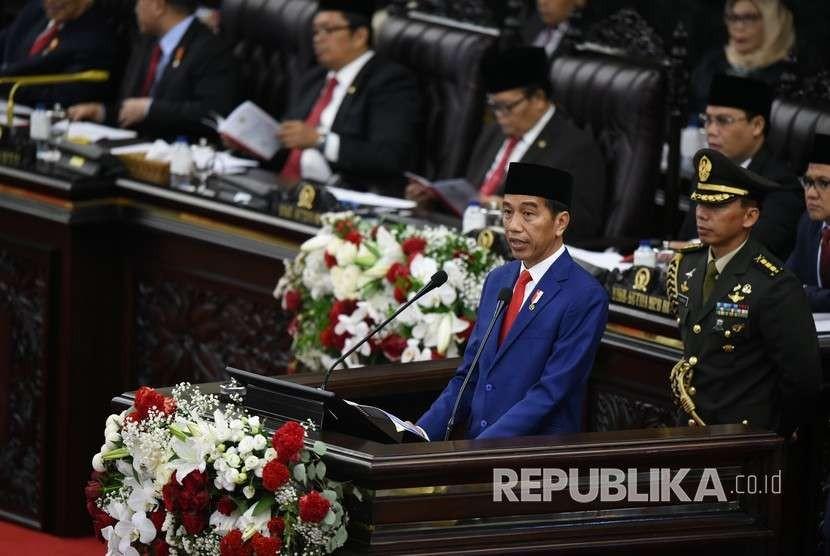 Presiden Joko Widodo menyampaikan Pidato Kenegaraan pada Sidang Tahunan MPR 2018 di Gedung Nusantara, Kompleks Parlemen, Senayan, Jakarta, Kamis (16/8).