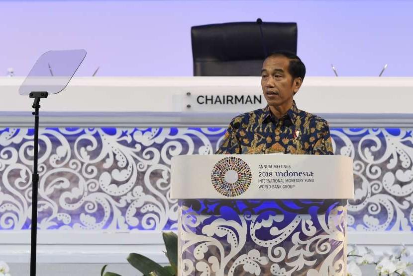 Presiden Joko Widodo menyampaikan sambutan pada Pertemuan Tahunan IMF World Bank Group 2018 di Nusa Dua, Bali, Jumat (12/10).