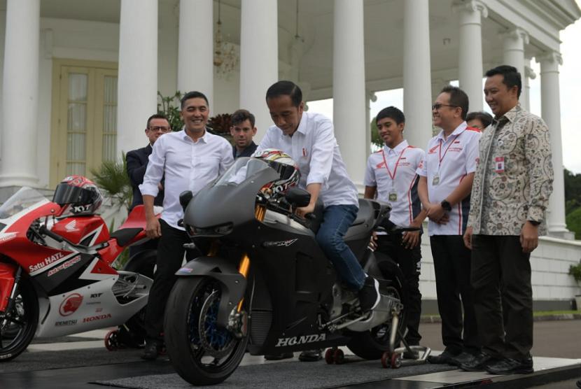 Presiden Joko Widodo. Presiden Joko Widodo menyatakan Indonesia siap menjadi penyelenggara event olah raga Internasional, MotoGP 2021 di Mandalika.