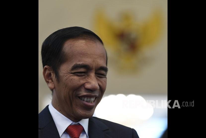 Presiden Joko Widodo usai menerima Ketua Dewan Pengarah Badan Pembinaan Ideologi Pancasila (BPIP) Megawati Soekarnoputri dan Wakil Dewan Pengarah BPIP Try Sutrisno di Istana Merdeka, Jakarta, Selasa (21/5/19).
