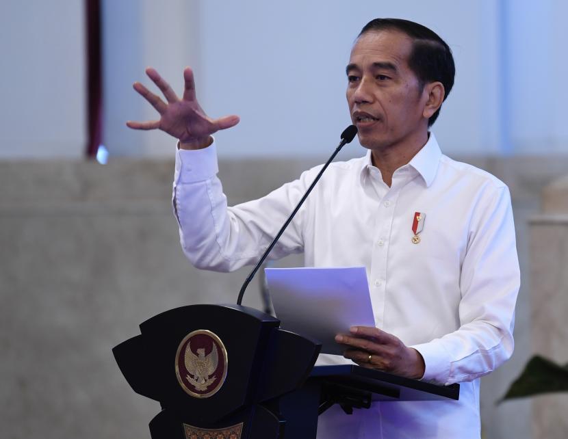 Presiden Joko Widodo (Jokowi) meninjau pelaksanaan program vaksinasi massal Covid-19 untuk para pedagang dan pekerja sektor informal di Kota Yogyakarta, Senin (1/3) pagi.  (ilustrasi).