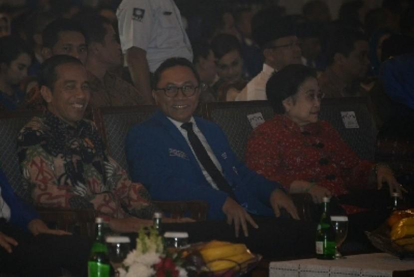 Presiden Jokowi, Ketua Umum PAN Zulkifli Hasan, dan Ketua Umum PDIP Megawati Soekarnoputri.