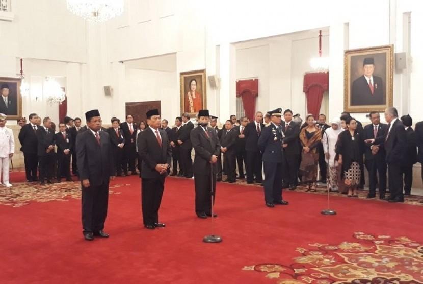 Presiden Jokowi melantik Idrus Marham sebagai Mensos, Moeldoko sebagai Kepala KSP, Agum Gumelar sebagai Watimpres dan Marsekal Madya Yuyu Sutisna sebagai KSAU di Istana Negara, Rabu (17/1)