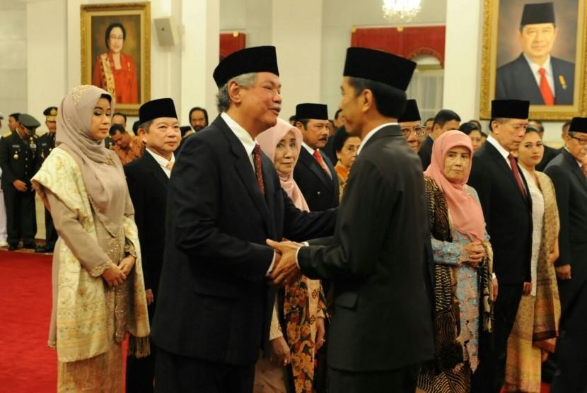Presiden Jokowi melantik sembilan Wantimpres di Istana Negara, Senin (19/1).
