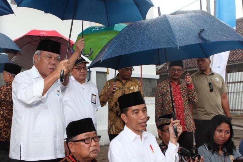 Presiden Jokowi saat berkunjung ke Garut.
