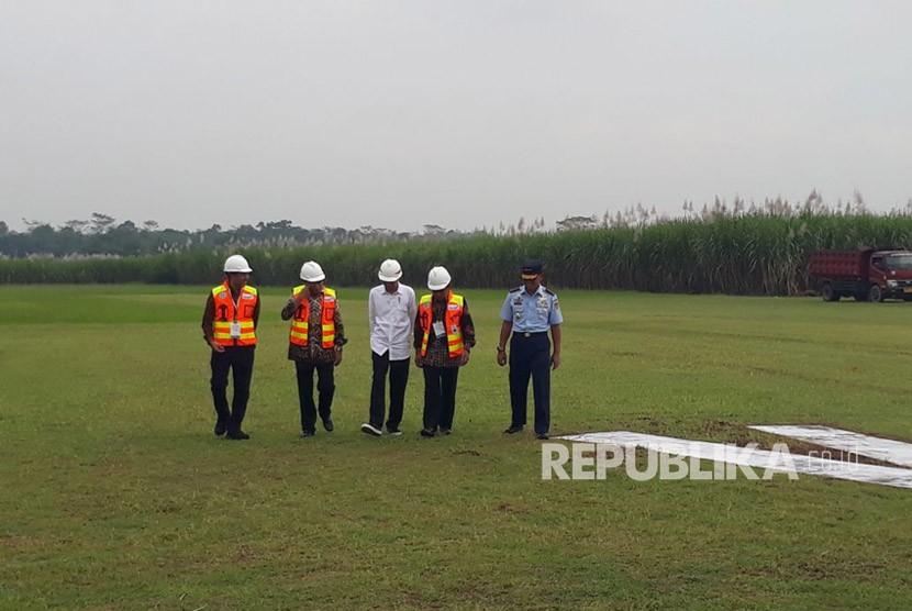 Presiden Jokowi meresmikan dimulainya pembangunan Bandara Jenderal Soedirman di Purbalingga, Senin (23/4). Pembangunan sarana bandara akan dilakukan ole PT Angkasa Pura II yang alsn menggelontorkan dan Rp 350 miliar.