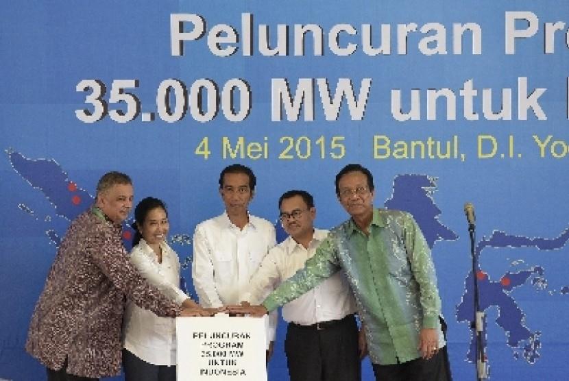 Presiden Jokowi meresmikan proyek listrik 35 ribu MW.