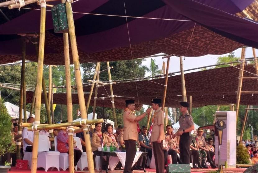 Presiden Jokowi selaku Ketua Majelis Pembimbing Nasional Gerakan Pramuka menghadiri upacara peringatan Hari Pramuka ke-58 di Cibubur, Rabu (14/8).