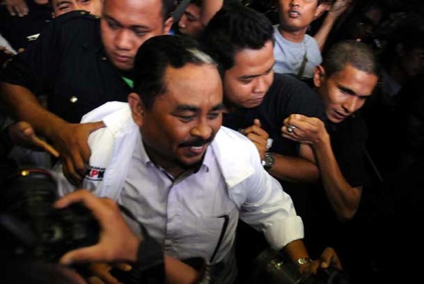 Presiden Partai Keadilan Sejahtera Luthfi Hasan Ishaaq, usai diperiksa di Gedung Komisi Pemberantasan Korupsi (KPK),Jakarta,Kamis (31/1).
