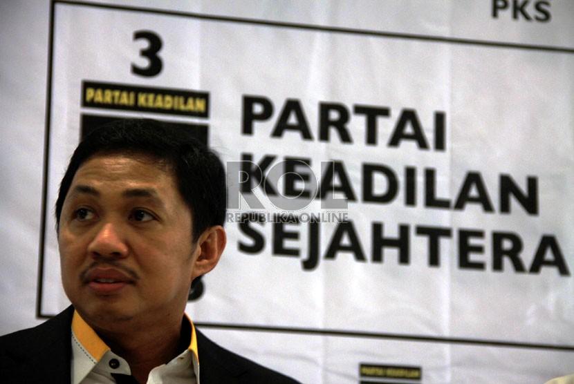 Presiden Partai Keadilan Sejahtera (PKS) yang  baru terpilih Anis Matta di Kantor DPP PKS, Jakarta, Jumat (1/2).   (Republika/Yasin Habibi)