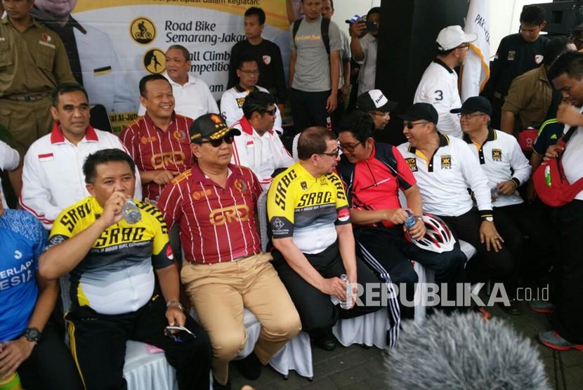 Presiden PKS Sohibul Iman bersama Prabowo Subianto menghadiri rangkaian Milad ke 20 PKS di Jakarta. (ilustrasi)