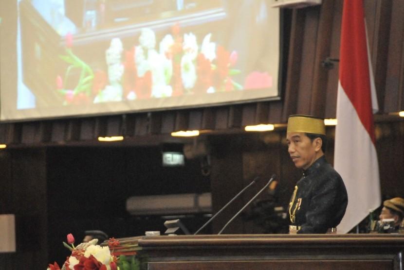 Presiden Republik Indonesia, Joko Widodo, saat menyampaikan pidato kenegaraan di Sidang Tahunan MPR RI, Rabu (16/8).