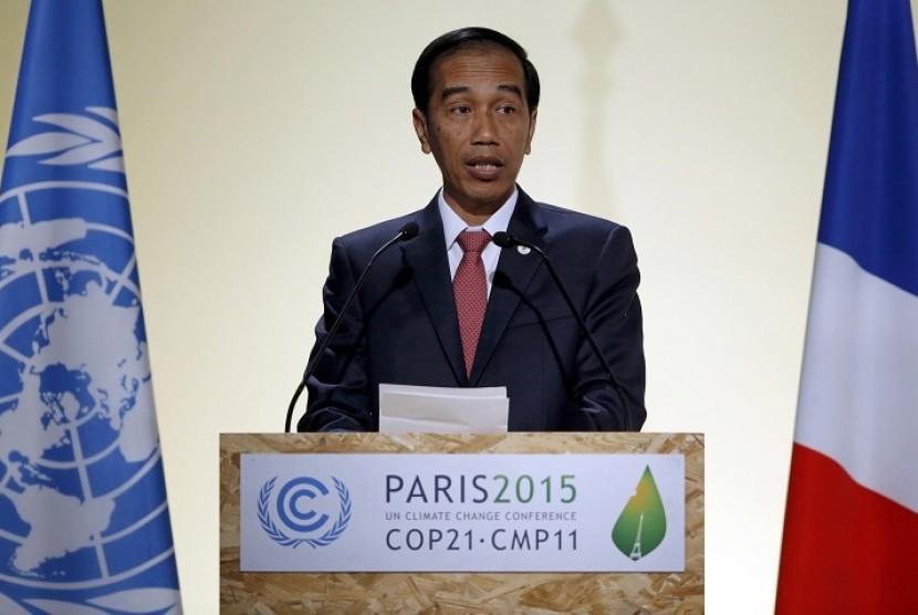 Presiden RI Joko Widodo memberikan pidato pada pembukaan KTT Perubahan Iklim di Paris, Selasa (30/11).