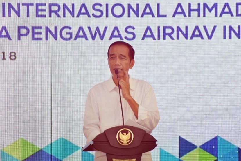 Presiden RI, Joko Widodo pada acara Peresmian Terminal Baru Bandar Udara Internasional Ahmad Yani dan Gedung Menara Pengawas Airnav Indonesia Semarang, di beranda terminal Bandara Internasional Ahmad Yani Semarang, Kamis (7/6).