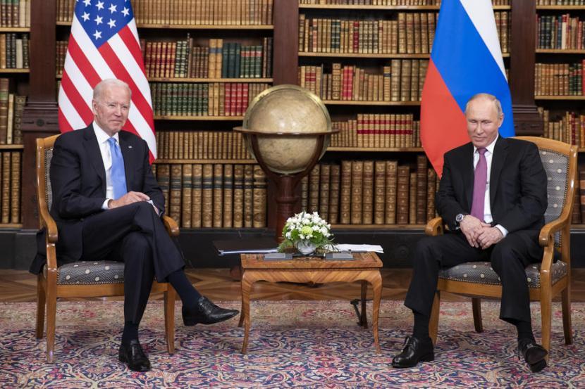 Presiden Rusia Vladimir Putin melakukan pertemuan dengan Presiden AS Joe Biden di Jenewa, Swiss, pada Rabu (16/6).