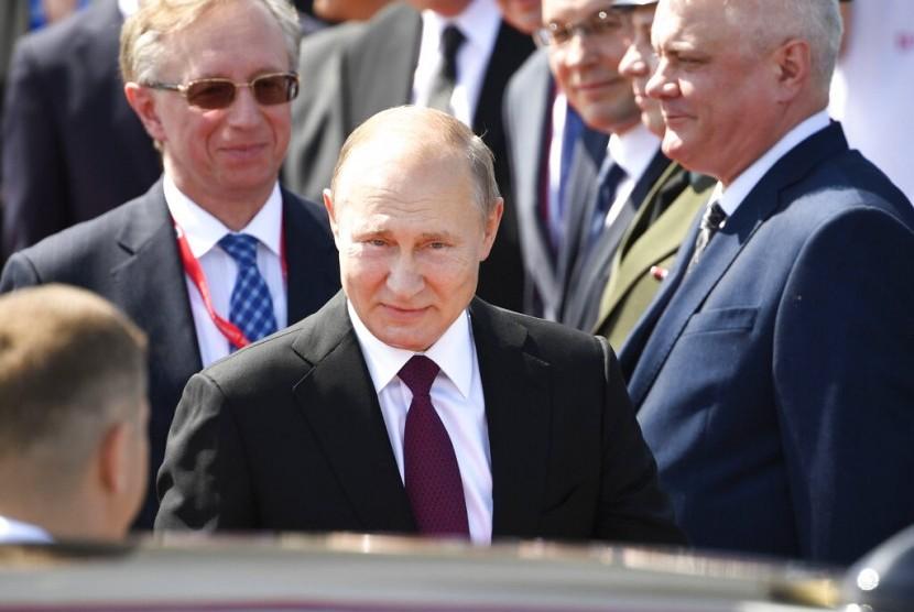 Presiden Rusia, Vladimir Putin saat tiba di Jepang.