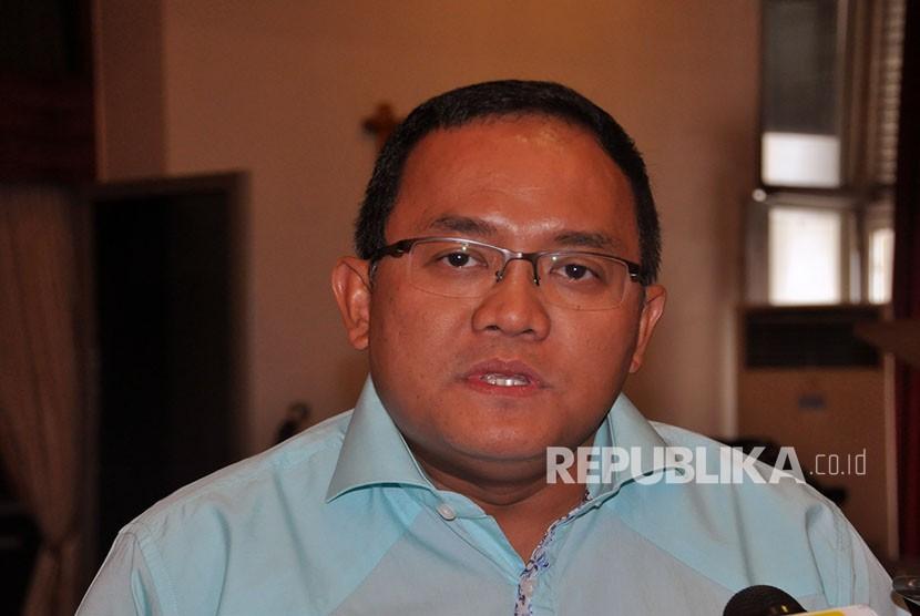 Presiden Sriwijaya FC Dodi Reza Alex yang juga Bupati Musi Banyuasin dan calon gubernur Sumatera Selatan periode 2018 – 2023 yang diusung Partai Golkar, PDI Perjuangan dan PKB.