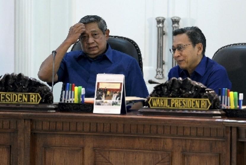Presiden Susilo Bambang Yudhoyono (kiri) berbincang dengan Wapres Boediono (kanan)