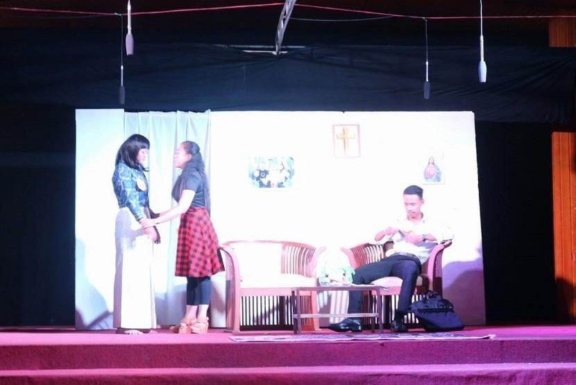 "Prodi Pendidikan Guru Sekolah Dasar (PGSD), Universitas Muhammadiyah Malang (UMM) mengadakan pementasan Drama Anak bertajuk ""Membangun Karakter Bangsa Melalui Sastra Anak"", Sabtu (29/6)."