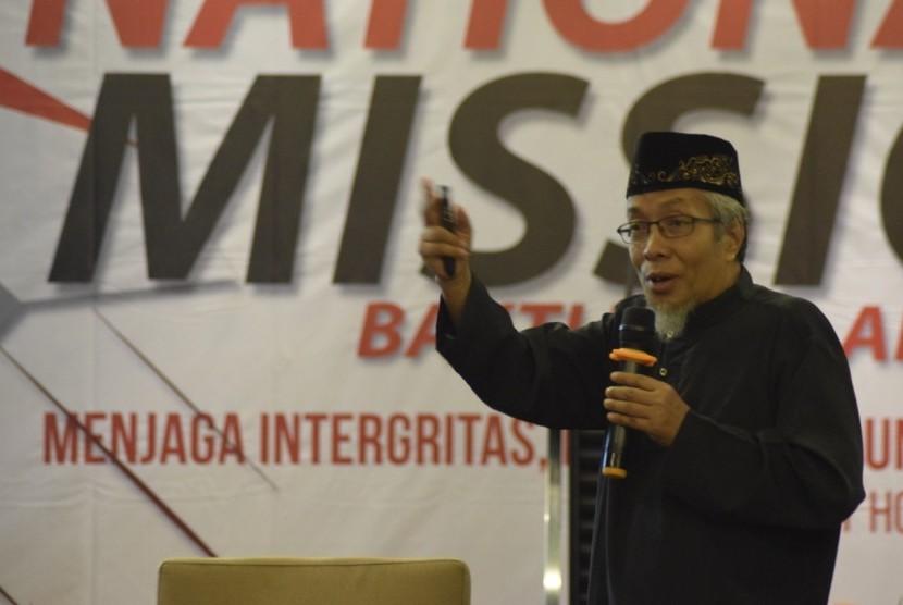 Prof. Dr. Ir. H. Achmad, MS dalam materinya berjudul Membangun Keluarga Sebagai Fondasi untuk Mengembangkan Masyarakat