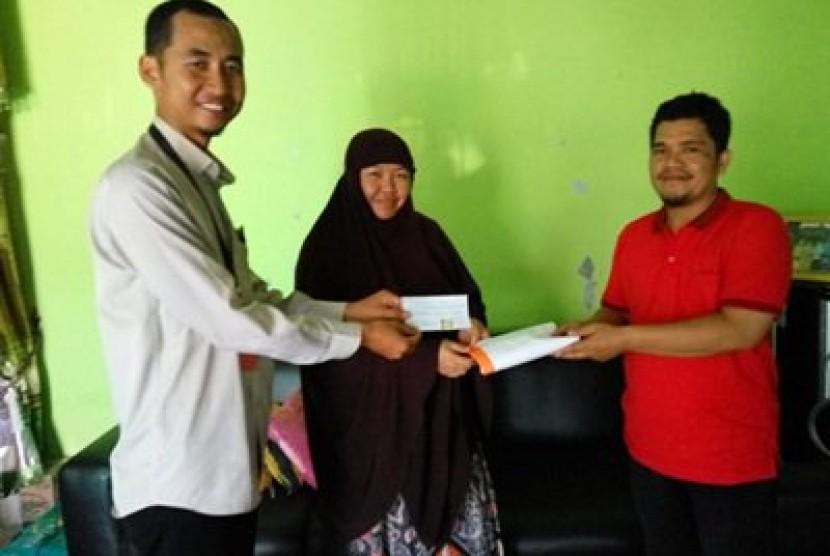 Program Ramadhan Bebas Hutang di Rumah Zakat melunasi utang rumah sakit Sofyan..