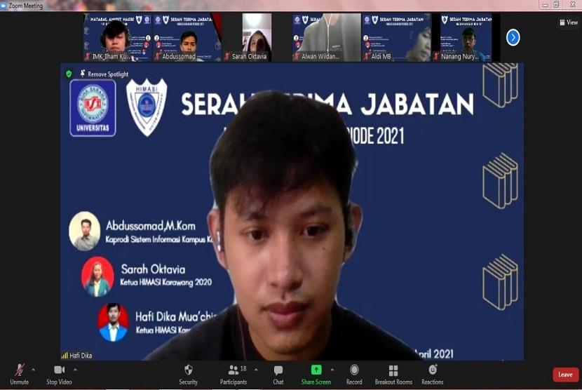 Program studi Sistem Informasi Universitas BSI (Bina Sarana Informatika) kampus Karawang sukses melangsungkan kegiatan Serah Terima Jabatan (Sertijab) secara daring melalui zoom cloud meetings, Ahad, (11/4).