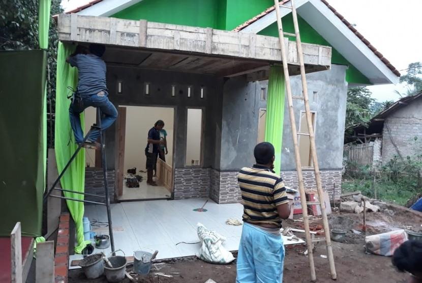 Proses pembangunan rumah Ramdan oleh IZI.
