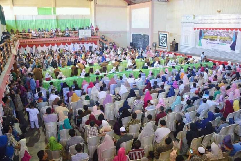 Proses penerimaan siswa didik baru di Perguruan Ar Risalah, Padang, tahun lalu.